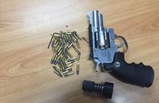 TP.HCM: Bắt đối tượng dùng mạng Facebook để mua bán súng đạn
