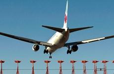 """Một máy bay chở khách của Canada hạ cánh khẩn cấp vì """"mùi lạ"""""""