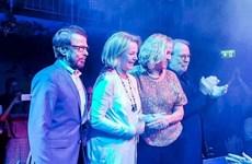 Các thành viên ban nhạc ABBA hội ngộ lần đầu tiên sau 30 năm