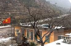 Băng giá và mưa tuyết phủ trắng Cao nguyên đá Đồng Văn