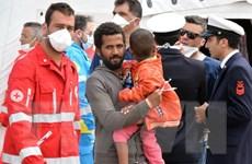 Italy giải cứu hơn 1.500 người nhập cư tại eo biển Sicily