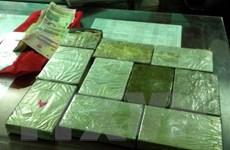 Bắt hai đối tượng người Lào vận chuyển trái phép 34 bánh heroin