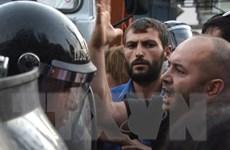 Hai thành viên nhóm vũ trang Armenia chiếm trụ sở cảnh sát ra đầu hàng