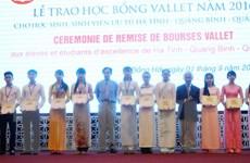 Trao học bổng Vallet cho học sinh, sinh viên ưu tú ba tỉnh miền Trung
