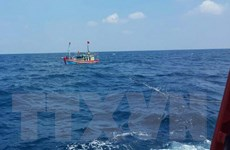 Khẩn trương cứu nạn 15 ngư dân trôi dạt trên vùng biển Trường Sa