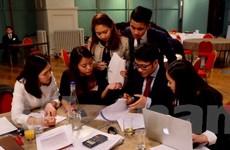 Sinh viên Việt Nam tại Anh trổ tài về chiến lược kinh doanh