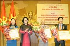 Trao tặng Huân chương bậc cao cho đại biểu Quốc hội khóa XIII