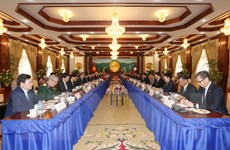 Việt Nam và Lào tiến hành ký kết bảy văn kiện hợp tác