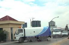 Hà Nội đưa xe cơ giới chuyên dụng tiền tỷ vào quét dọn đường phố