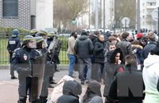Hàng chục người bị bắt giữ sau đêm bạo động thứ 4 ở ngoại ô Paris