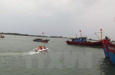 Bình Thuận: Cứu thành công 8 thuyền viên trên tàu cá bị chìm