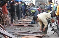 Độc đáo những khu chợ gỗ bán theo cân tại làng Đồng Kỵ