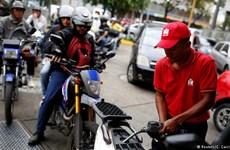 Khan hiếm xăng dầu, người dân Venezuela ngày càng khốn khó