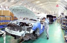 """Doanh số bán xe ôtô tại Việt Nam """"tăng nhỏ giọt"""" trong tháng Năm"""