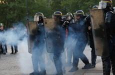Đụng độ giữa cảnh sát Pháp và người biểu tình sau bầu cử vòng 1