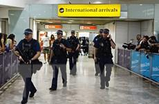 Phát hiện gói hành lý khả nghi, cả sân bay Heathrow náo loạn