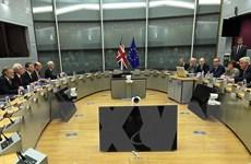 Khó khăn trong đàm phán về tài chính, dự báo kinh tế Anh chững lại