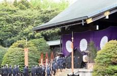 Thủ tướng Nhật Bản Shinzo Abe gửi đồ lễ đến đền thờ Yasukuni