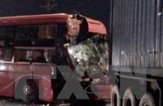 Hai xe đối đầu trên cao tốc Nội Bài-Lào Cai, 16 người bị thương