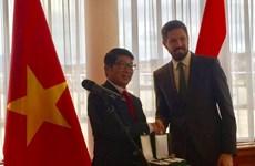 Nhà ngoại giao Việt Nam được trao tặng huân chương nhà nước Hungary