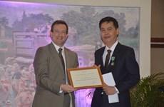Trao Huân chương Hiệp sỹ Pháp tặng Cục trưởng Cục Văn thư và Lưu trữ
