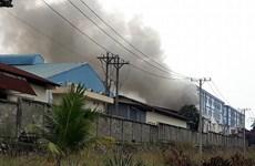 Cháy kho chứa vải nguyên liệu rộng hơn 1.000 m2 tại Bình Dương