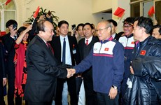 Thủ tướng Nguyễn Xuân Phúc chào đón nồng nhiệt U23 Việt Nam