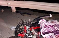Xe khách tông thẳng xe máy chở 3 học sinh, 2 người chết tại chỗ