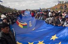 Bolivia lập kỷ lục thế giới về băng quốc kỳ dài nhất thế giới
