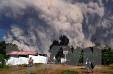 Núi lửa trên đảo Sumatra phun trào, Indonesia phải đóng cửa sân bay