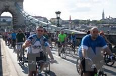 [Photo] Hàng nghìn người đạp xe quanh Budapest nhân ngày Trái đất