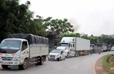 Hòa Bình: Xe tải bị lật làm 2 người bị thương, gây ách tắc gần 4km