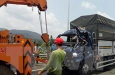 Lâm Đồng: Xe chở khách đâm xe tải làm Quốc lộ 20 ách tắc nhiều giờ