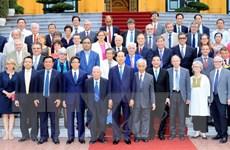 Gặp mặt các nhà khoa học dự Hội thảo Khoa học để phát triển