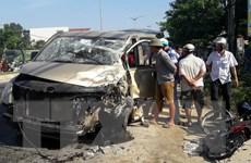 Quảng Nam: Xe tải va chạm với xe du lịch, 6 người bị thương