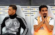 Stefan Effenberg yêu cầu tuyển Đức ''loại ngay Oezil và Guendogan''