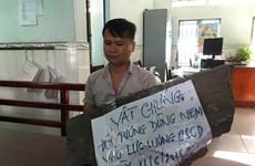 Khởi tố kẻ cầm tảng đá lớn ném cảnh sát cơ động ở Bình Tân