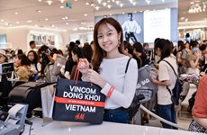 Hơn 2.100 cửa hàng mở cửa khuyến mại xuyên đêm tại Vincom