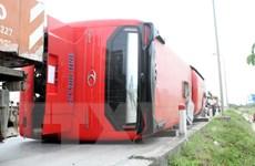 Nghệ An: Lật xe khách giường nằm khiến 8 người thương vong