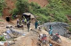 Hầm sập, 2 người khai thác vàng trái phép thoát chết trong gang tấc