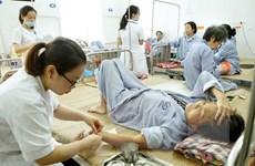 Giá dịch vụ y tế giảm, người dân có thực sự được hưởng lợi
