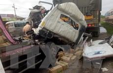 Nghệ An: Hai xe tải đâm nhau trên quốc lộ, 2 người thương vong