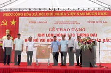 Lào Cai tặng Sơn La 20 tấn đồng đúc tượng đài Bác Hồ