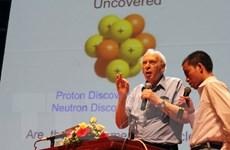 Giới trẻ Việt hào hứng trò chuyện với giáo sư đoạt giải Nobel Vật lý