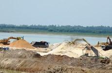 Chấn chỉnh hoạt động khai thác cát trong lòng hồ Dầu Tiếng