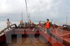 Nam Định: Bắt quả tang hai tàu khai thác cát trái phép trên biển