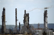 Giá dầu châu Á hạ sau khi Mỹ ''nới lỏng'' lệnh trừng phạt Iran