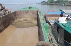 Bắt giữ 2 thuyền khai thác cát trái phép trên sông Đồng Nai