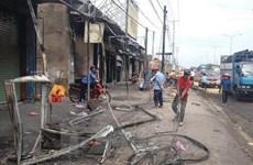 Vụ cháy xe bồn ở Bình Phước: Người dân đã trở về dọn dẹp nhà cửa