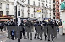 Pháp siết chặt an ninh tại thủ đô Paris ngay từ sáng sớm cuối tuần